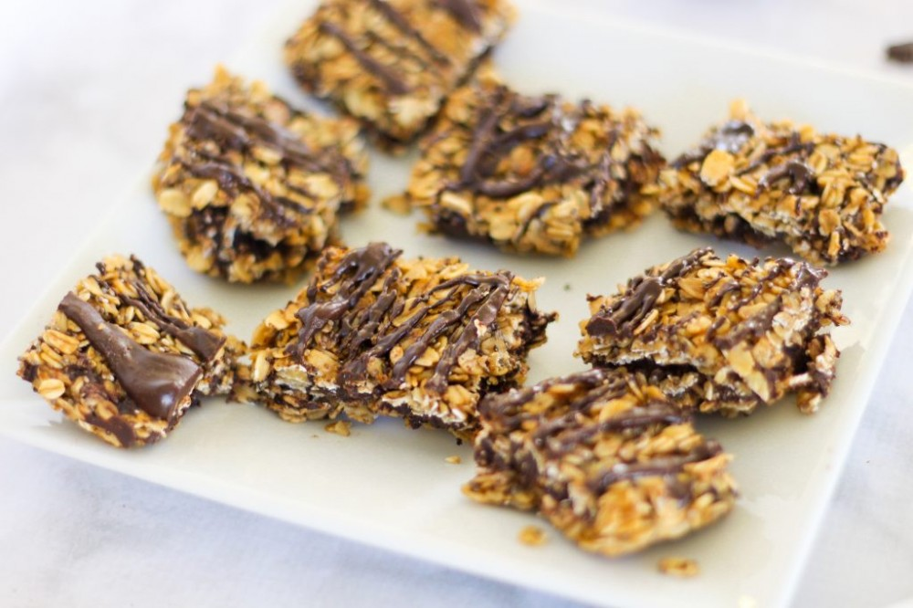 No-bake almond butter chocolate oat bars